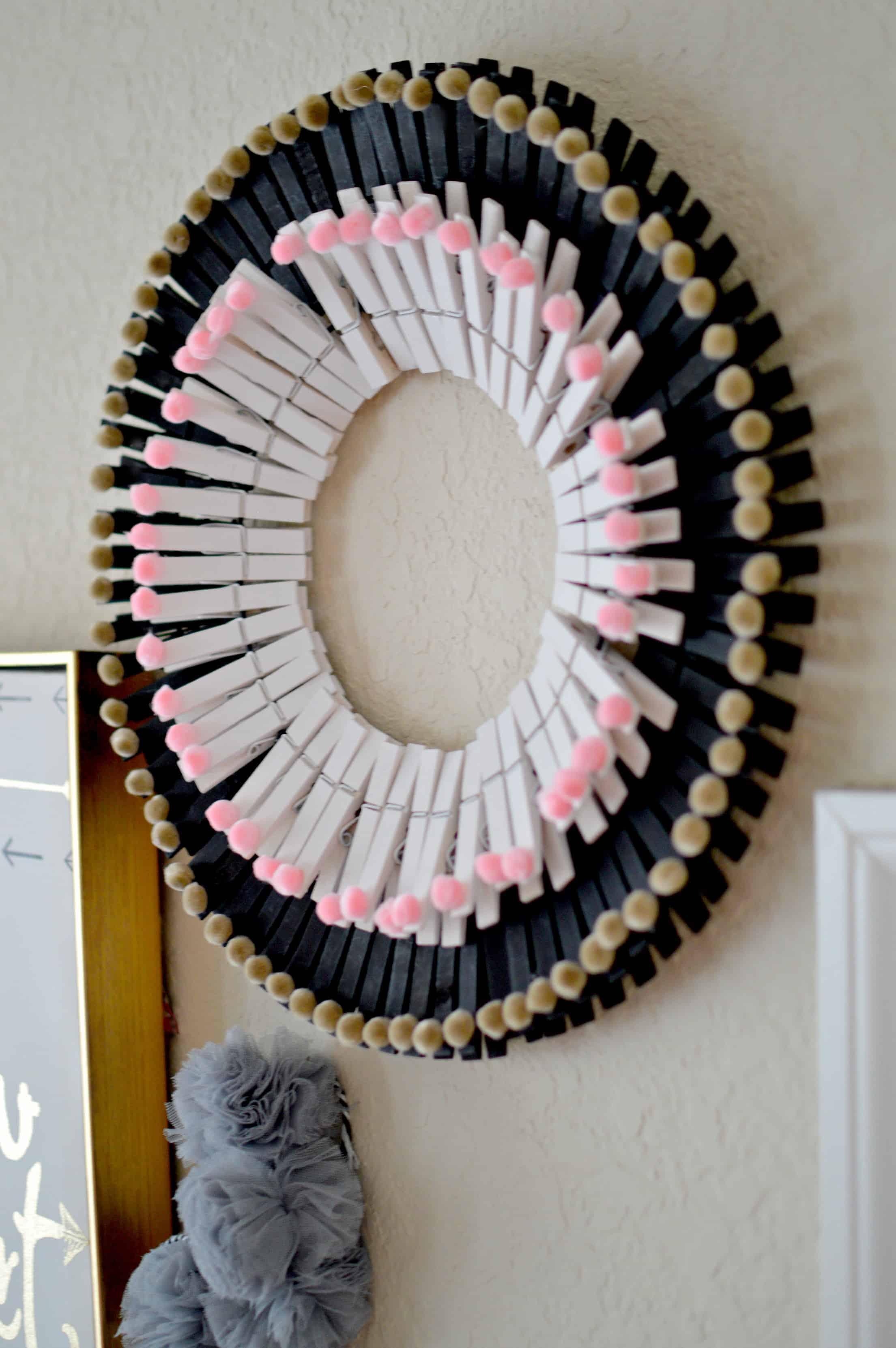 DIY Pom Pom Clothespin Wreath