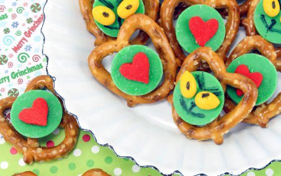 Easy Grinch Pretzel Bites