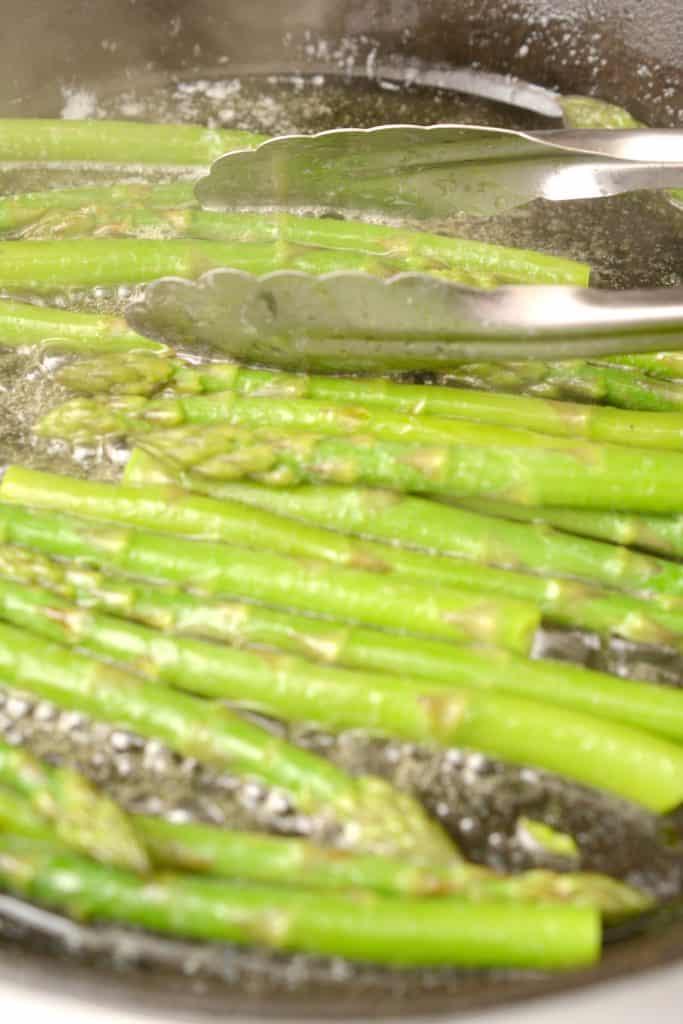 Keto Asparagus Almondine