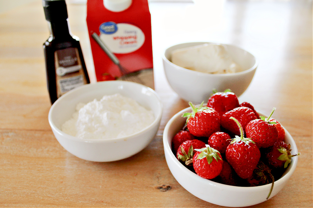 Keto Strawberry Cheesecake Popsicles